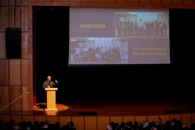 O diretor-executivo do SENAI CETIQT, Sérgio Motta, na Aula Magna dos cursos de graduação em Design de Moda e Engenharia Química (Foto: Divulgação)
