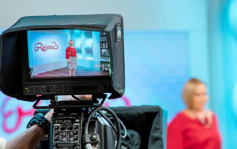 Claudete Troiano à frente do 'Santa Receita', na TV Aparecida (Foto: Divulgação)