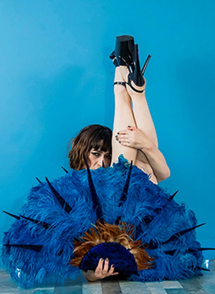 Queen Fairy Adams, nome burlesco de Fernanda Dalvera, tem influências do balé clássico em seu ato