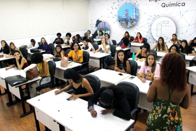 O diferencial do curso de Engenharia Química é a total a integração com a indústria brasileira (Foto: Tiago Lontra)