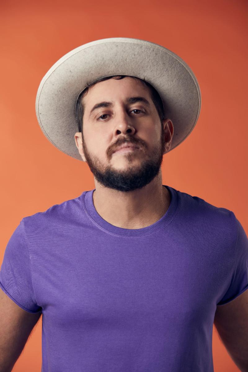 O cantor acaba de lançar o trabalho mais autoral de sua carreira (Foto: Divulgação)